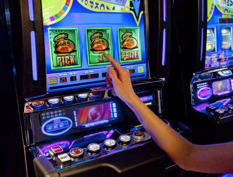 брать бонусы в казино
