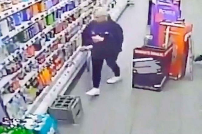 В супермаркете Шотландии призрак напал на продавщицу