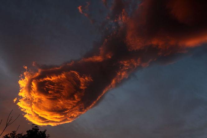 """Рука Бога"" в небе повергла в ужас домохозяек Бразилии."