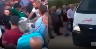 На видео попал жуткий момент, как покойник очнулся в открытом гробу за несколько минут до погребения