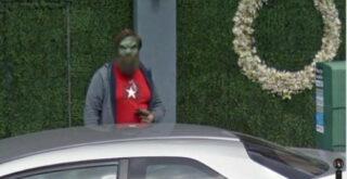 На улице Бирмингема заметили инопланетянина